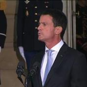 Passation de pouvoirs détendue entre Manuel Valls et Bernard Cazeneuve à Matignon