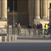 Les visiteurs du Louvre évacués