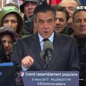 Au Trocadéro, François Fillon s'excuse mais reste offensif