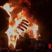 Une statue géante de King Kong s'enflamme lors d'un événement promotionnel au Vietnam