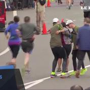 Épuisée, elle finit un demi-marathon dans les bras d'un coureur