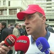 Philippe Poutou manifeste avec ses collègues de l'usine de Ford