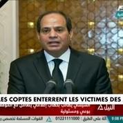 Egypte : les coptes enterrent les victimes des attentats