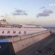 Aux îles Canaries, un ferry fonce sur le port de Las Palmas