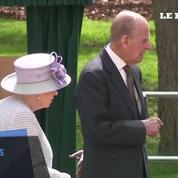 Quand la reine d'Angleterre rencontre... un éléphant