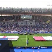 La Garde républicaine rend hommage à l'Angleterre en reprenant une chanson d'Oasis au Stade de France