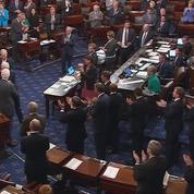 Atteint d'une tumeur au cerveau, John McCain ovationné pour son retour au Sénat