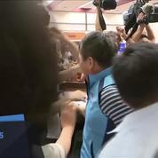 Une violente bagarre éclate au parlement de Taïwan