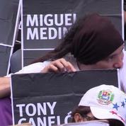 Marche de miliers de Vénézueliens en mémoire des victimes des manifestations