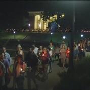 À Charlottesville, une marche pour la paix sur le campus de l'université de Virginie