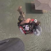 Harvey: l'armée américaine continue de sauver des familles prises au piège en hélicoptère