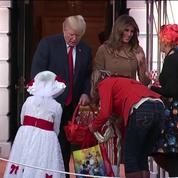 C'est aussi Halloween à la Maison blanche : Donald Trump distribue des bonbons
