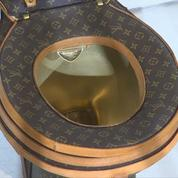 Des toilettes en or Louis Vuitton vendues pour 100 000 dollars