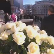 Hommage à Johnny Hallyday : une longue minute d'applaudissement