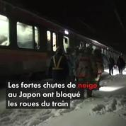 Japon : 400 passagers d'un train bloqués 15 heures à cause de la neige
