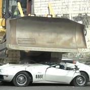 Aux Philippines, le président assiste à une destruction de voitures de luxe