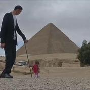 L'homme le plus grand du monde a rencontré la femme la plus petite en Égypte