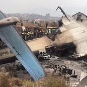 Népal : crash d'un avion bangladais, au moins 40 morts