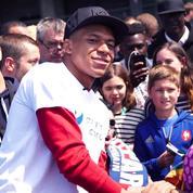 PSG : Kylian Mbappé joue avec des enfants malades au Stade de France