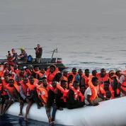 Lifeline : Macron accuse l'ONG de «faire le jeu des passeurs»