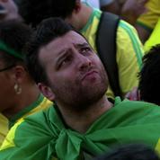 Les supporters brésiliens abattus par la défaite de la Seleção
