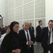 Visite du ministre Jean-Yves Le Drian au Louvre d'Abu Dhabi