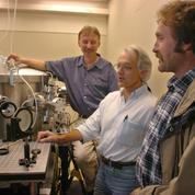 Nobel de physique : l'Académie récompense trois scientifiques dont un Français