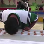 Record du monde : il casse des noix avec sa tête
