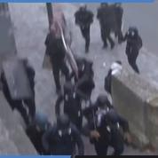 «Gilets jaunes» : un policier blessé par un jet de vélo