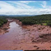 Images aériennes: zone du désastre du barrage au Brésil