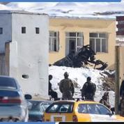Une attaque en Afghanistan fait 126 morts, pendant les discussions de paix