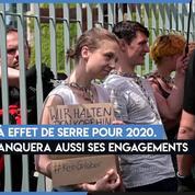 Des militants écologistes enchaînés aux grilles de la chancellerie allemande