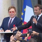 Elton John décoré par Emmanuel Macron à l'Élysée