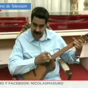 Venezuela : en remerciement de son soutien, Maduro offre une guitare à Roger Waters des Pink Floyd