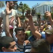 Attentats à Tunis : manifestation sur le lieu de l'attaque