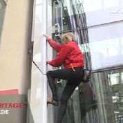 Alain Robert, le Spiderman français a frappé à La Défense