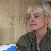 Lily Allen fond en larmes devant un réfugié afghan