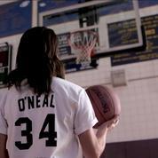 Victoria Beckham joue au basket pour présenter sa collection avec Reebok