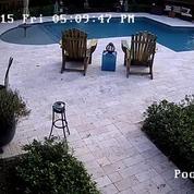 Essayer son hoverboard à côté de la piscine : mauvaise idée