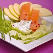 Salade aux pommes et au saumon