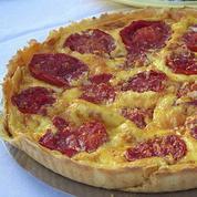 Tarte aux œufs, tomates et fromage