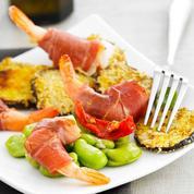 Crevettes habillées de Consorcio Serrano, aubergines et févettes
