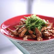 Émincés de poulet sautés à la sauce BBQ et noix de cajou