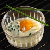 Œuf cocotte à l'oseille, sauce camembert