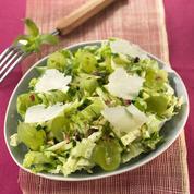 Salade de jeunes courgettes aux pistaches et raisins frais