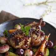Cailles laquées à la confiture de cerises noires et petits légumes rôtis