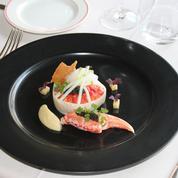 La fricassée de homard breton, céleri, pomme verte, caviar, jus au Noilly Prat