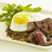 Steak à cheval, rösti et sauce orientale