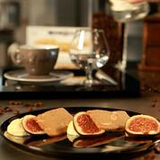 Mousse au chocolat blanc accompagné de pain aux amandes et de figues fraîches