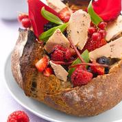 La tartine de foie gras aux pétales de rose et fruits rouges